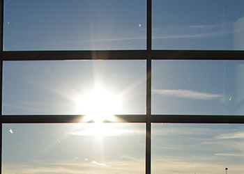 窓ガラスフィルム暑さ眩しさの対応工事